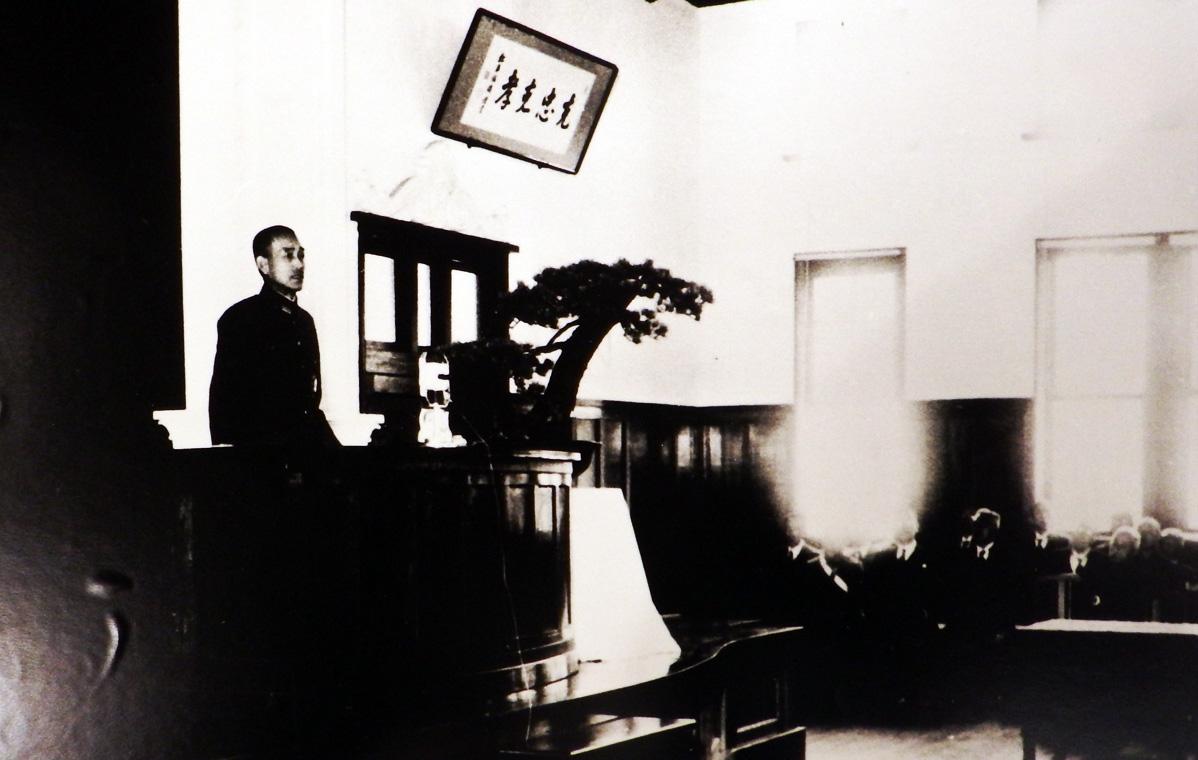 創立50周年記念壇上の畑大将閣下