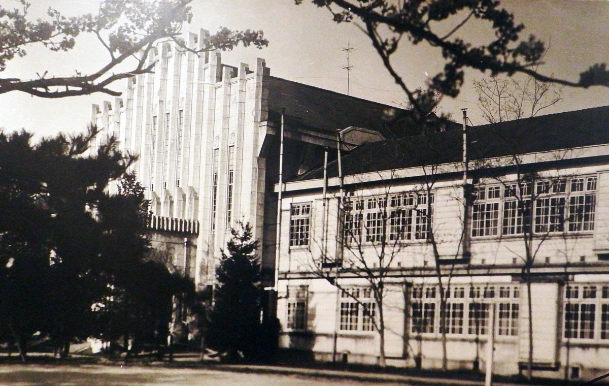 会津中学校校舎正面